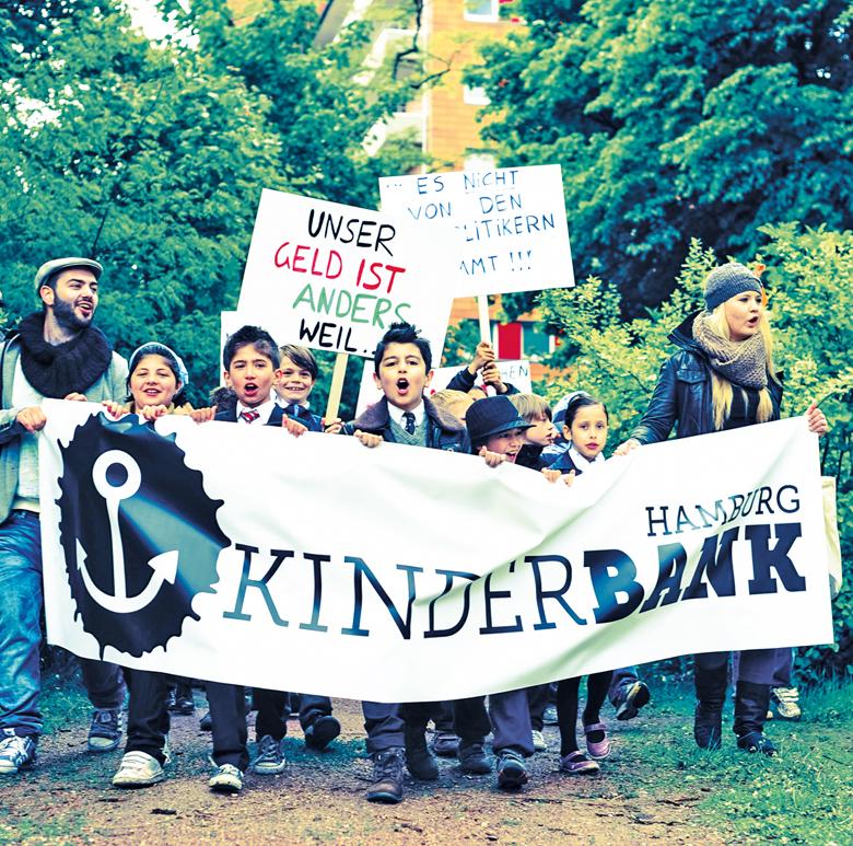 Kleine Bänker setzen sich ein: Demo für die Kinderbank, Foto: Margaux Weiß