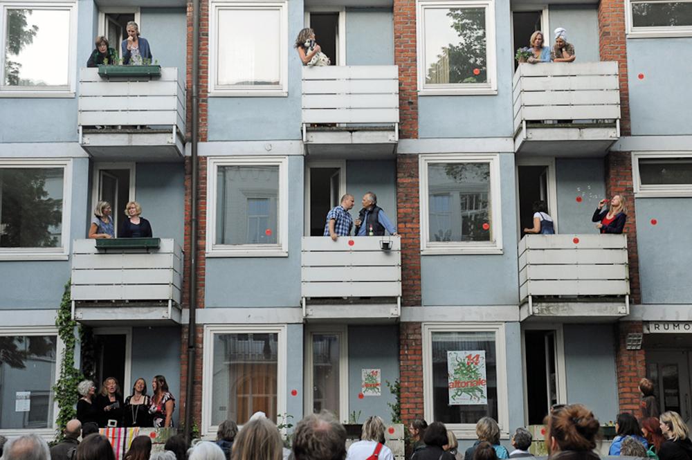 Sehnsuchtsfenster und Balkontheater, Foto: theater altonale/Thomas Panzau