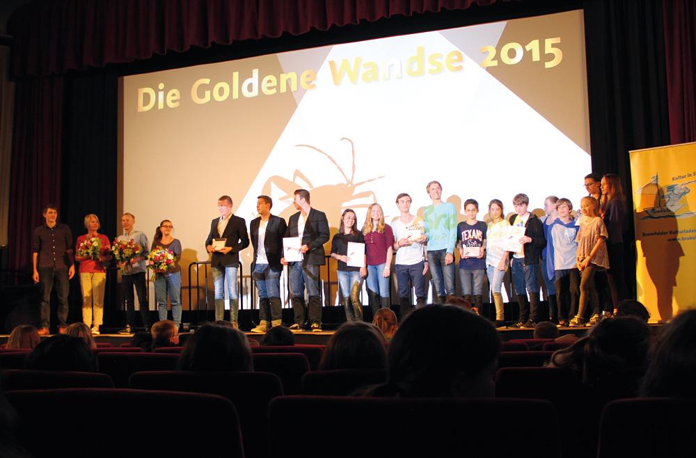 Moderation, Jury und alle Preisträger bei der Verleihung 2015, Foto: Bramfelder Kulturladen