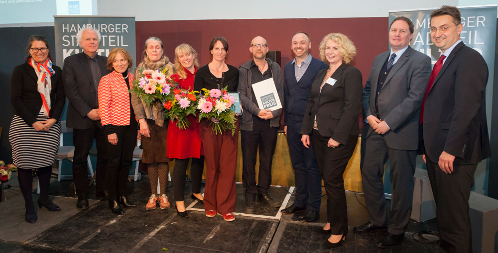 Gruppenbild mit Senator, Gewinnern, Preisstiftern, Foto: Jan-Rasmus Lippels